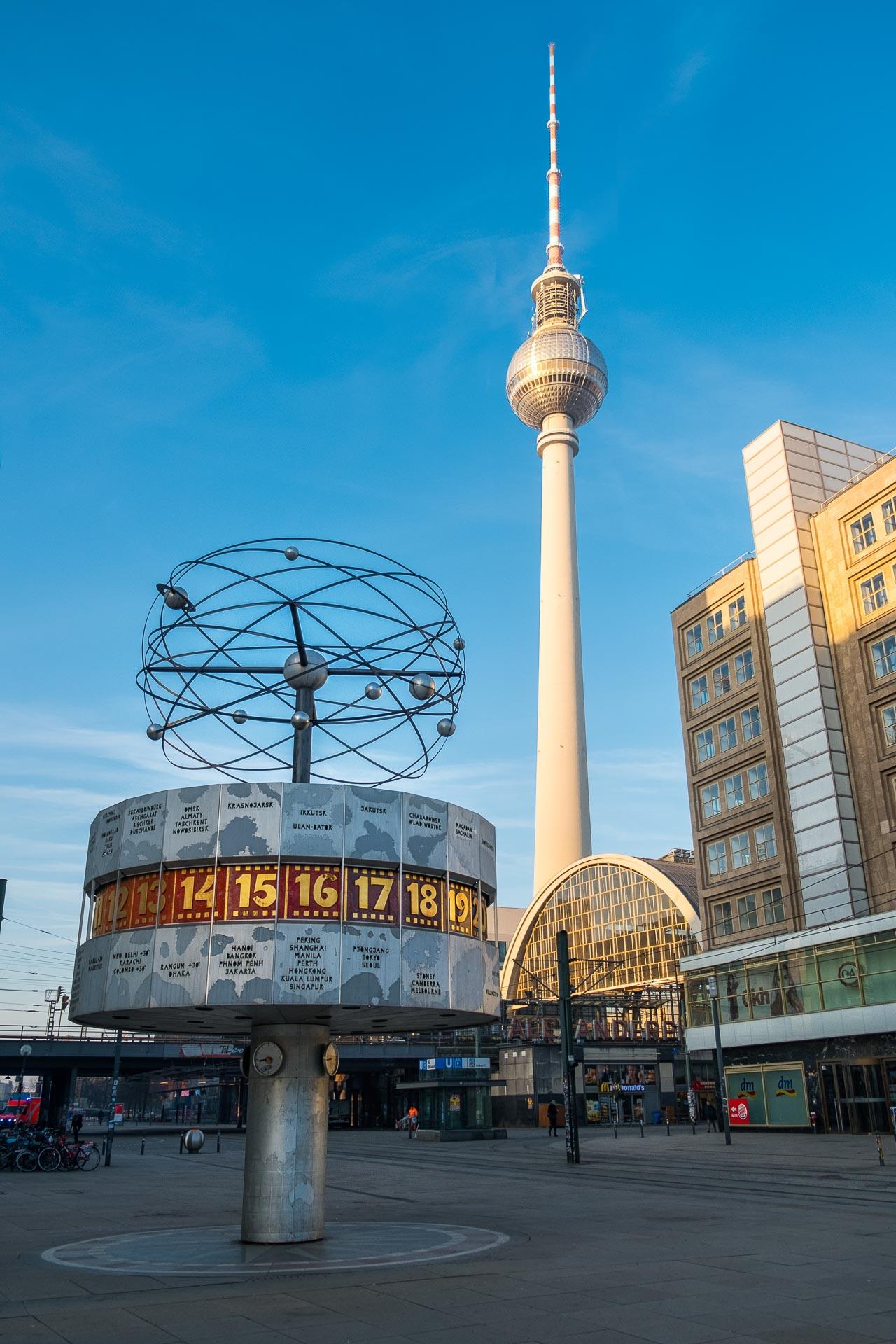 Weltuhr & Fernsehturm am Alexanderplatz