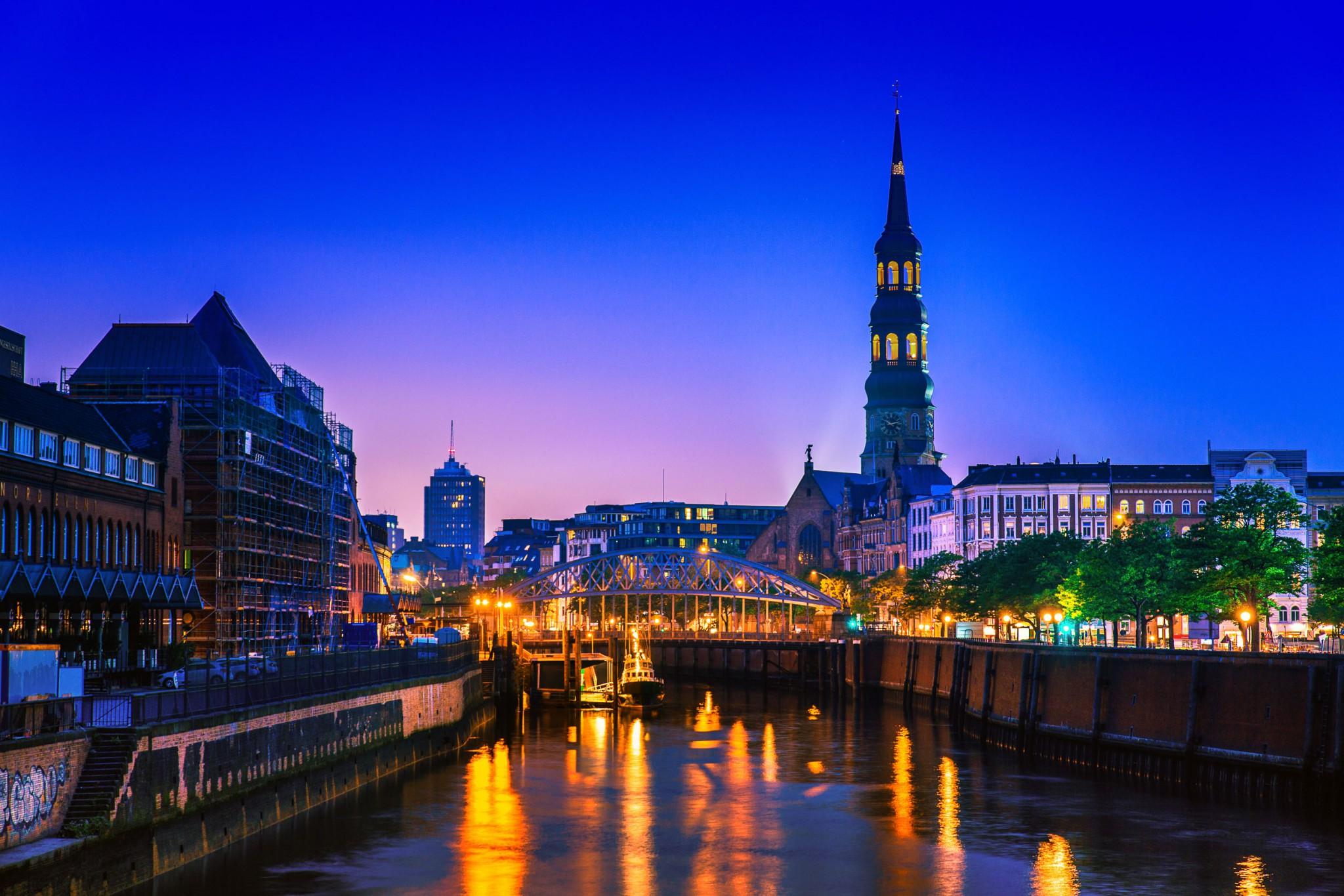 Hamburg bei Nacht ein Augenschmaus