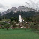 Eine Kirche in den Bergen
